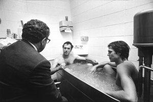 Beckenbauer vo vani, s Kissingerom, 1976. S dovolením Rakúskej národnej knižnice.
