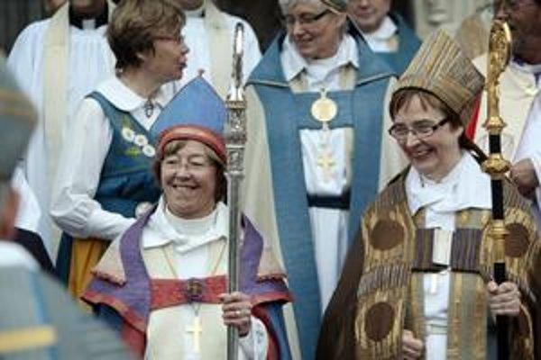 Prvou lesbickou biskupkou v Európe je Eva Brunneová (vľavo).
