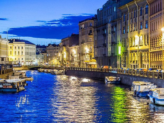 Typický kanál v Petrohrade.