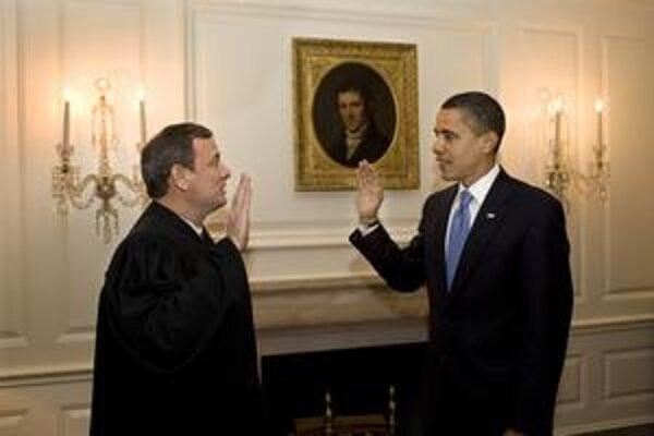 Druhýkrát prisahal Obama pred predsedom Najvyššieho súdu v Bielom dome.