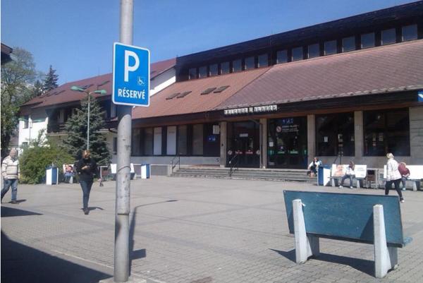Na mikulášskej stanici znie pieseň oalkohole. FOTO :(STAN)