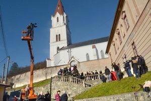 Nakrúcanie Perinbaby pri gelnickom kostole.