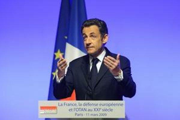 Nicolas Sarkozy dnes oznámil vstup Francúzska do NATO