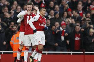 Gólová radosť hráčov Arsenalu.