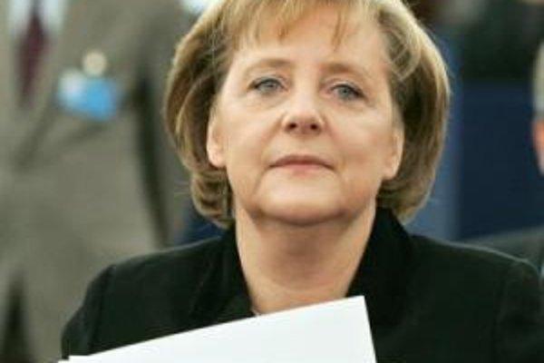 Nemecká kancelárka Angela Merkelová pred plenárnym zasadaním Európskeho parlamentu v Štrasburgu 17. januára.