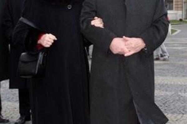 Václav Klaus s manželkou na novembrovej návšteve Bratislavy.