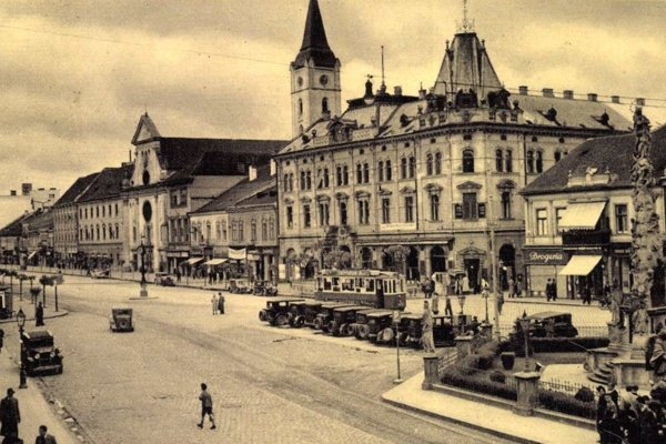 Andrássyho palác s kaviarňou Astoria.