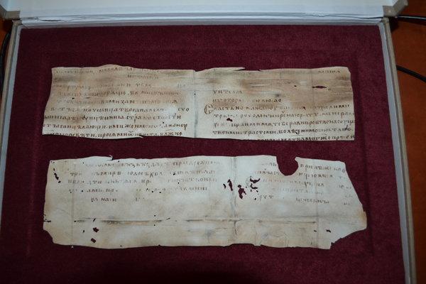 Vzácna replika. Ostrožnické pergamenové zlomky.