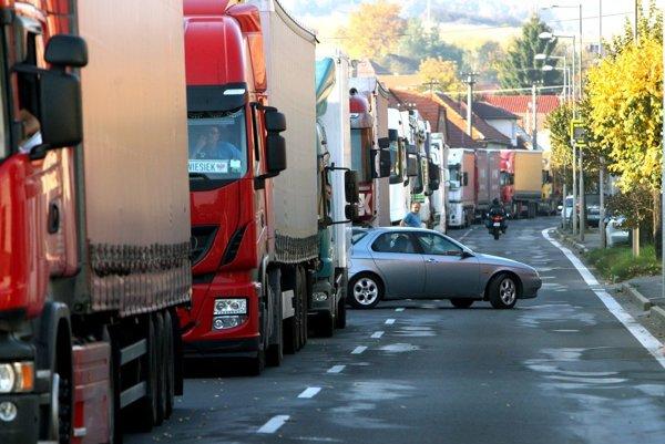 V Krupine protestovali tretí raz, zakaždým na ceste uviaznu najmä kamióny.