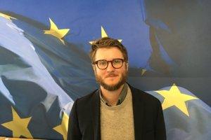 Sam Woolley je výskumník Oxford Internet Insitute, ktorý sa zaoberá problematikou politických botov na sociálnych sieťach.
