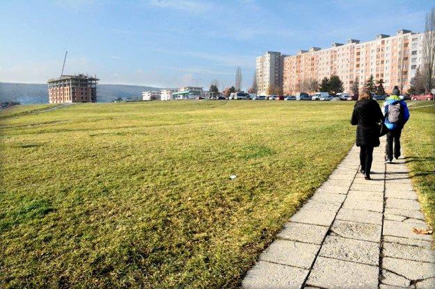 Pozemky na KVP. O ich osude sa môže rozhodnúť v pondelok na mestskom zastupiteľstve.