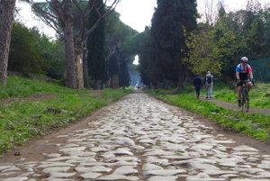 História slávnej cesty je však podstatne staršia. Koncom 4. storočia pred naším letopočtom ju dal vybudovať cenzor Appius Claudius.