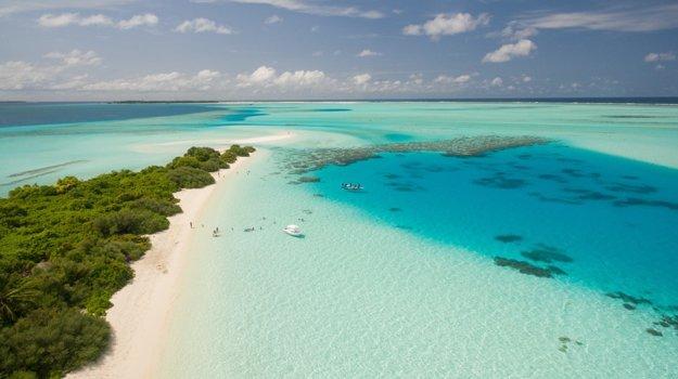 Panenské pláže na Maldivách