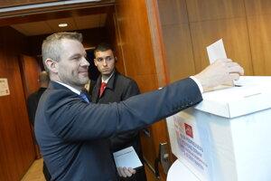 Peter Pellegríni, podpredseda strany, pri voľbách.