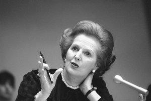 23. jún 1982 - Thatcherová gestikuluje počas tlačovej konferencie na pôde OSN. Foto: SITA/AP