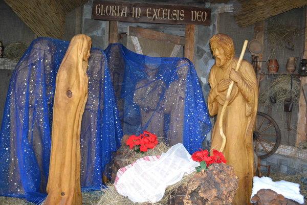 Betlehem na Františkánskom námestí je už vystavený.