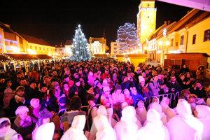 Projekt Slovensko spieva koledy zaplnil celé  Trojičné námestie.