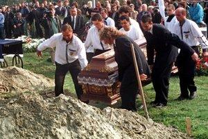 Pohreb členov skupiny pápayovcov.