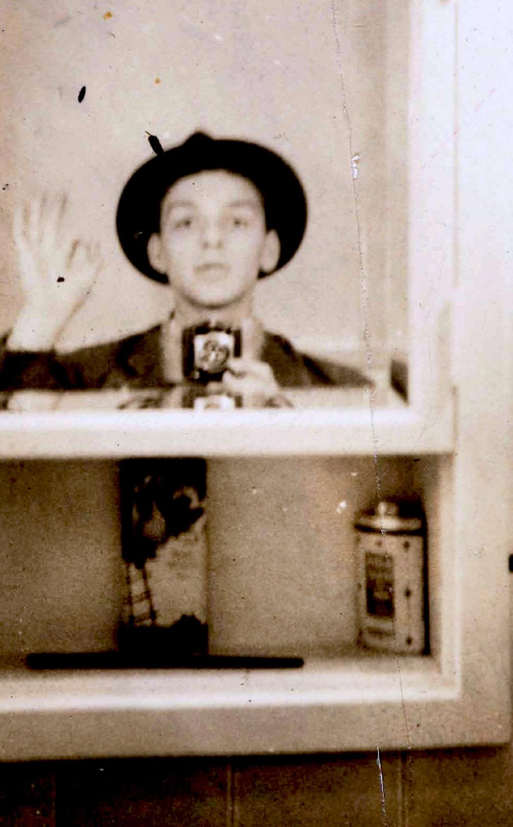 Raritná selfie. Mladý Frank v roku 1938.