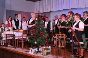 Záber z programu Rastislavický rok na dedine.