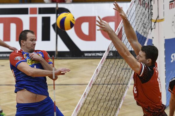 Prešovčan Ľuboš Macko (vpravo) patrí po základnej časti extraligy medzi najlepších blokárov súťaže.