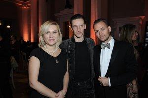 Sergej Polunin s Miloshom Harajdom (vpravo) a mamou Galinou.