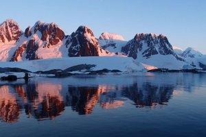 Vyliezť vrchy v Antarktíde a zletieť ich na paraglide. Táto veľká výzva čaká na Juraja a Michala.