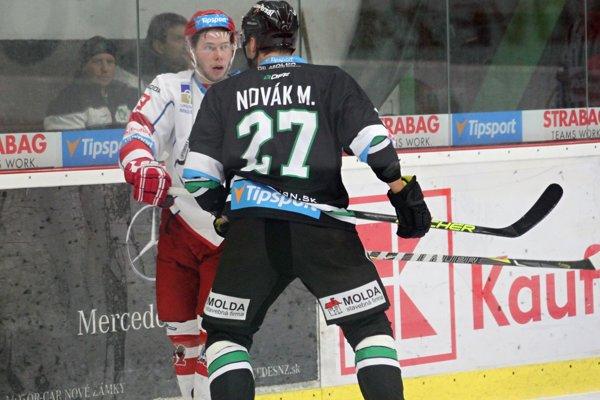 Michal Novák streli víťazný gól Novozámčanov v predĺžení.