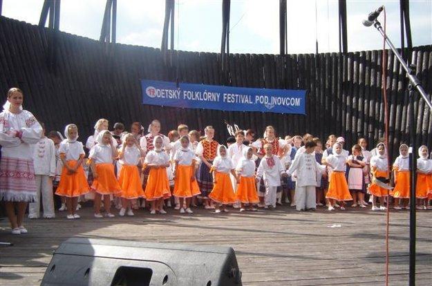 Okrem Gajdošského festivalu sa v obci organizuje aj Detský folklórny festival Pod Inovcom.