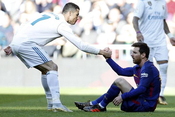 Lionel Messi (vpravo) a Cristiano Ronaldo.