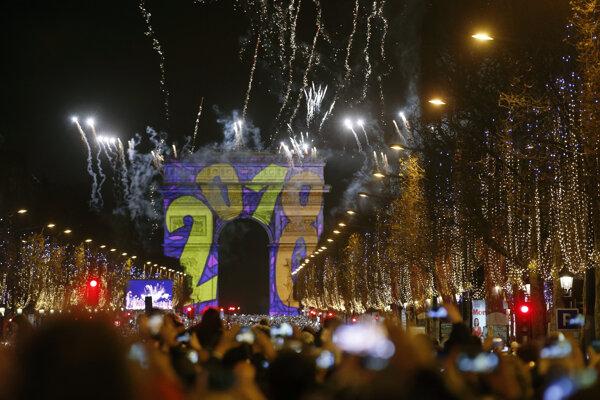 Oslavy príchodu roku 2018 v Paríži.