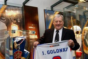 Na drese nosil deviatku - podľa svojho vzoru, ktorým bol Vsevolod Bobrov.