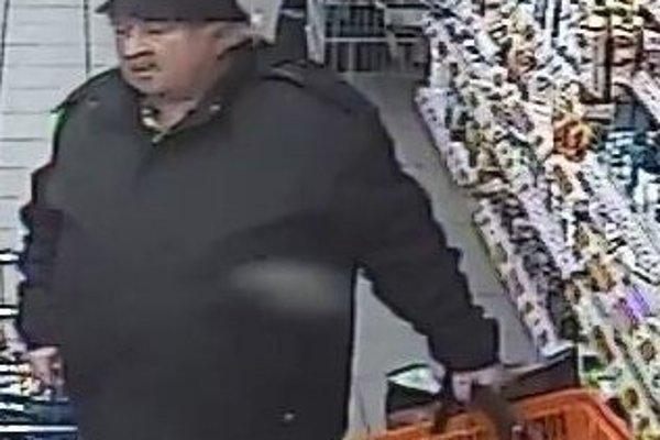 Polícia objasňuje prípad krádeže v obchode s potravinami.