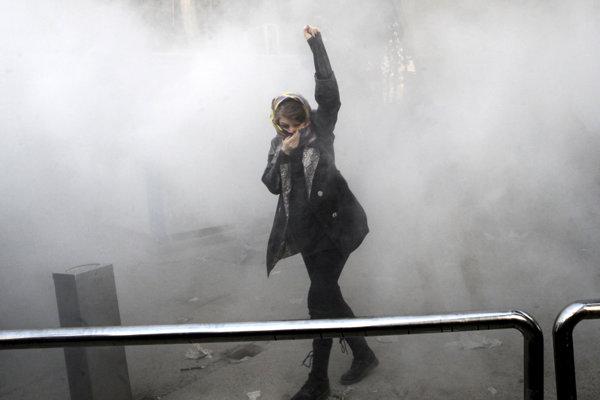 Iránska protivládna demonštrantka