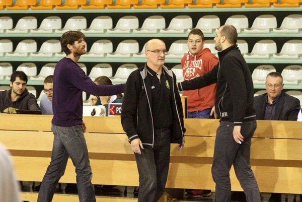 Zľava Peter Seman a Ľubomír Urban. V minulej sezóne spolupracoval ako prezident klubu a tréner Nitry, od novembra však je Urban koučom žltočiernych.