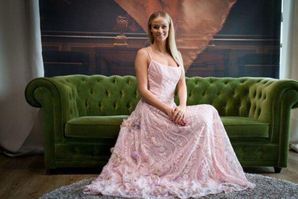 Lujza sa predstaví na svetovom finále súťaže krásy v nádherných šatách.