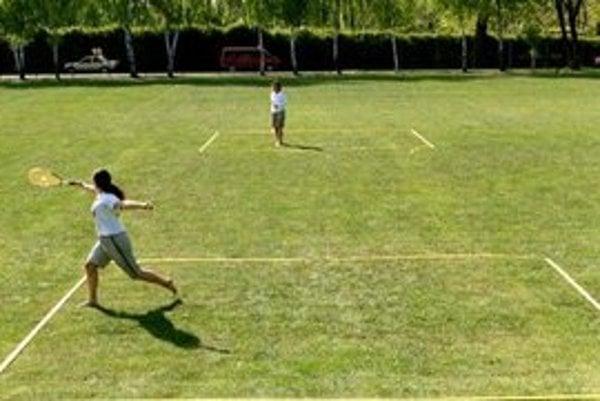 Speed badminton sa hrá na netradičnom kurte bez siete.