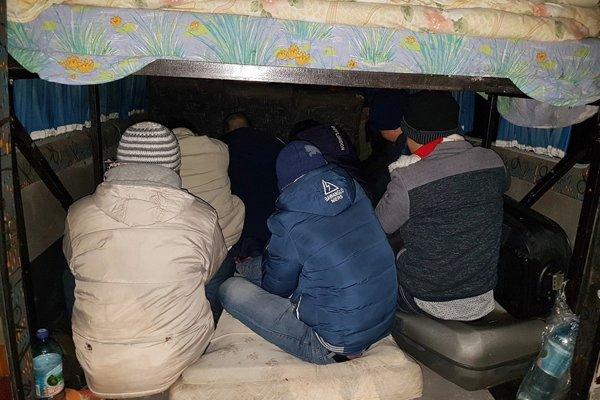 Mexickí policajti našli príves s vyše sto utečencami