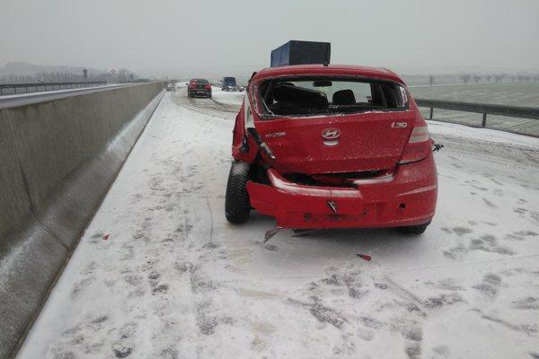 Vodička pri Moravciach nezvládla jazdu po rýchlostnej ceste.