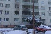 Požiar bytu na Tajovského, štyri osoby hospitalizovali.