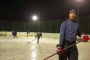 Minulý rok v januári poriadne prituhlo. Dalo sa korčuľovať aj vonku, mimo zimných štadiónov. Krásnu ľadovú plochu si urobili v Dolnom Lieskove. Túto zimu je to zatiaľ zlé.