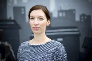 Daniela Olejníková (1986) skončila štúdium na Vysokej škole výtvarných umení v roku 2011. Ilustrovala knihy V melónovom cukre, Útek alebo Neviditeľné mestá. Jednu aj sama napísala, snažila sa čitateľom jednoducho vysvetliť depresiu v diele Liek pre vĺčika.