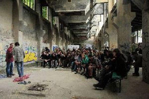 Zaujímavé umelecké stretnutie v stanici cementárne sa blíži.