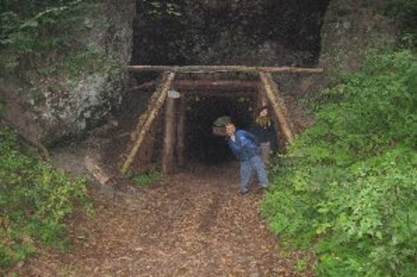 Historický tunel medzi Skalkou a Tajovom využívajú turisti dodnes. V stredoveku ho využívali na prevážanie zlata z Kremnice do Banskej Bystrice, pred pár rokmi ho obnovil Klub slovenských turistov