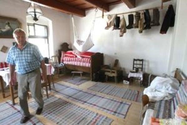 Izba ľudových tradícií predstavuje časť histórie obce
