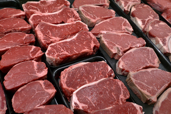 Poliaci oznámili, že mäso z problémového bitúnku skončilo aj na Slovensku.