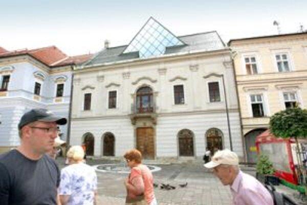 Zatiaľ je otázne, či sa primátorský stĺp vráti do budovy Radnice