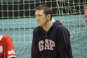 Tomáš Šelmeci, ktorý v minulosti viedol aj štvrtoligový ČFK Nitra, nebude pokračovať na lavičke Jelenca.