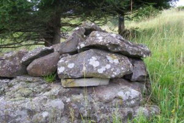 Kamene sú údajne naukladané odlišne, než sa robilo u gazdovských medzí