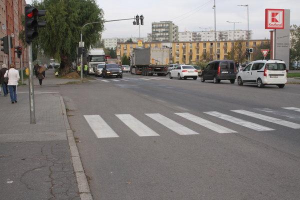 Mestom prejde denne približne 20-tisíc áut.